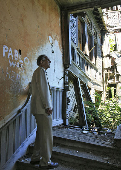 Paul Malo examining Carleton Island Villa